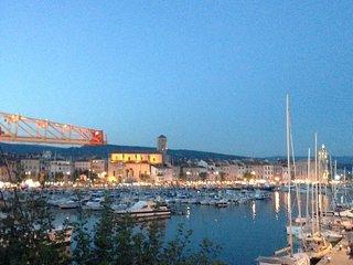 Vue imprenable sur le Port et la mer. wifi.