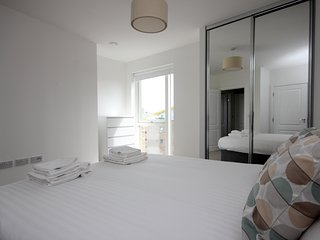 Luxury Limehouse Marina 1-bed Apartment, London