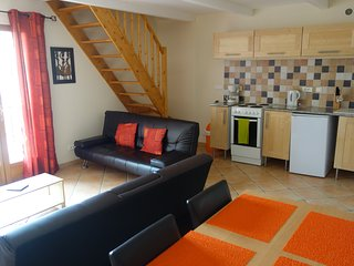 Two Bedroom Apartment - sleeps 4, Villeneuve les Beziers