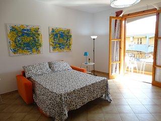 Grande appartamento a600 mt. dal mare con balcone