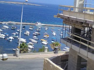 Side Seaview Apartment - St. Paul's Bay Wifi + A/C, San Pawl il-Baħar (St. Paul's Bay)