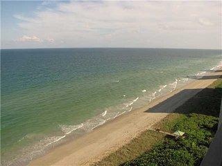 Great Ocean Front Condo, Isla Hutchinson