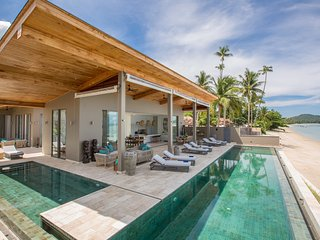 Villa Pavana with private pool, beachfront, chef, Laem Set