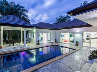 Private 4 bedrooms Pool Villa Green area Phuket, Chalong