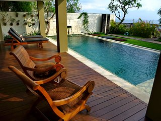 Luxury Family Sunset Villa / direct beach access / private pool and garden