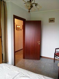 la camera da letto e il corridoio