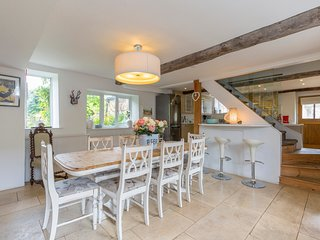 Sleeps 8, Horseshoe Cottage, Cotswolds
