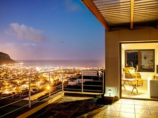 Penthouse Apartment with sea and mountain view, Fish Hoek