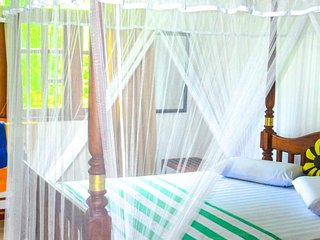 Castle Bay Resort Family Room with AC sleeps 5, Weligama