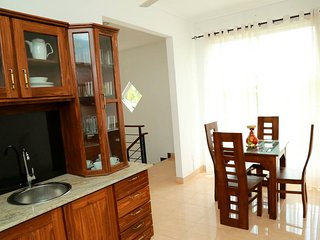 Shaminda Residence 4 bedrooms sleeps 10, Nugegoda
