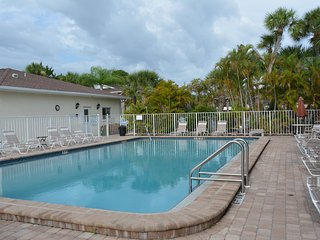 Newly Updated Immaculate 1st  Floor Condo 2 Bd/2 Ba Minutes to Gulf Beaches
