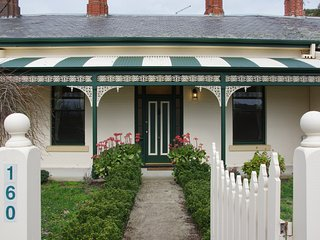 Ballarat's Victoriana, wheelchair accessable, short or long term accommodation.