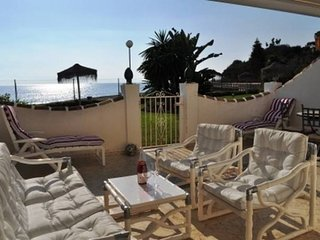 Stunning beach and poolfront apartment, Sitio de Calahonda