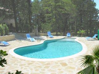 location d'une maison avec piscine privee chauffee