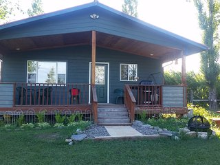 Mountain View, Spacious country cottage,  sleeps 6, Kalispell