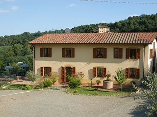 Casa di campagna tra le viti e gli olivi, Montecarlo