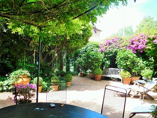 Beautiful Belle Epoque villa garden close to beach, St-Jean-Cap-Ferrat