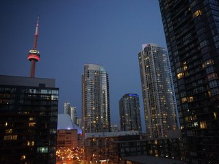 AMAZING 2 Bed + 2 Bath + Parking Cityplace Condo, Toronto
