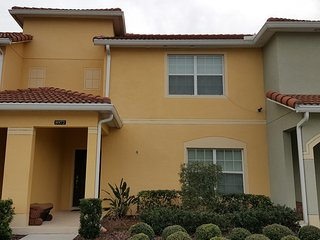 Great getaway home 5 miles from Disney main gate, Kissimmee