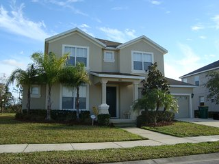 Great Pool House 6 Bed/5 Bath 20 min from Disney, Kissimmee