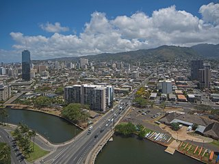 Spacious, Modern Condo on the 36th Floor--View!, Honolulu