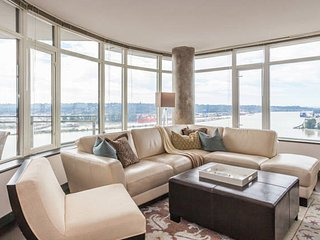Large 2 Bed + Den connect to Skytrain with  beautiful view