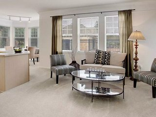 Nice and Comfy 2 Bedroom, 1 Bathroom Apartment in Mill Creek