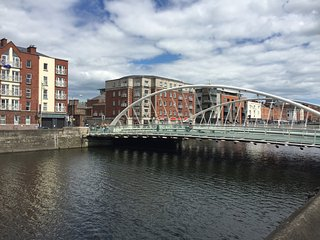 1 bedroom flat which sleeps 4 on the River Liffey, Dublin