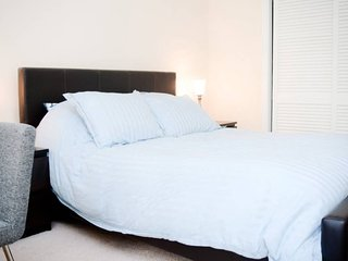 Furnished 2-Bedroom Apartment at Church St & Franklin St Mountain View, Vue sur la montagne