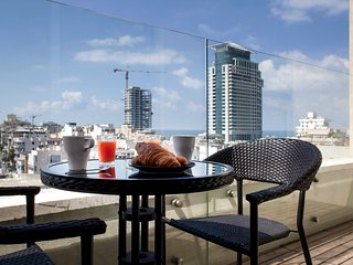 Beach penthouse with city view, Tel Aviv