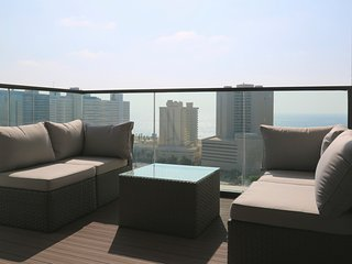 Stunning 2 BR condo with swimming pool, Tel Aviv
