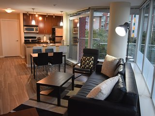 Comfy 2 Bed 2 Bath w/ Patio and Parking, Vancouver