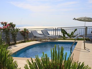 TUSETA YALIKAVAK HOLIDAY GARDENS FAMILY VILLA WITH SEA VIEWS & SITE SECURITY, Yalikavak
