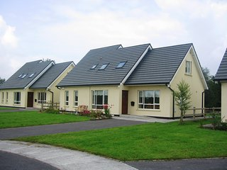 No.2 Foalies Bridge Fishing & Family Holiday Home, Belturbet