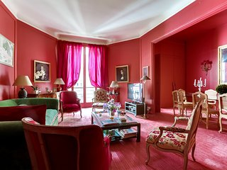 Stately apartment near Pont d'Alma, Paris
