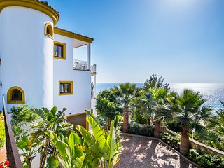Luxury Beach Villa- Private Pool, Jacuzzi, Sea Views, Game Room, Beach!