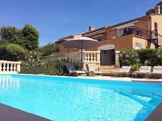Luxury Villa, private pool, magnificent views, gym 5 double bedrooms all ensuite, Ste-Maxime