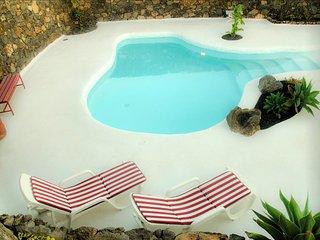 Casa Los Olivos, piscina estilo jameos del agua, Mácher