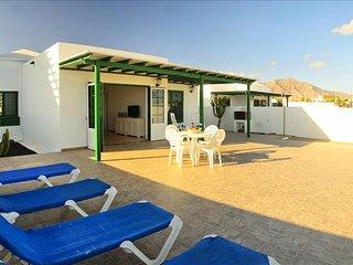 Villa Nohara 22, piscina, sol y wifi, Playa Blanca