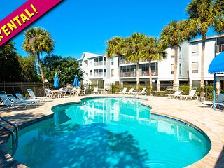 Coastal Hideaway: 2BR Family-Friendly Condo, Holmes Beach