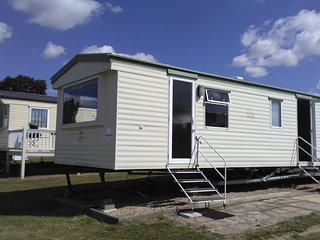 Gorgeous Mobile Holiday Home in Valley Park Resort, St Osyth