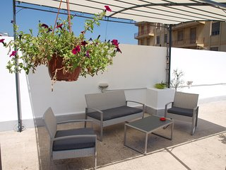 Large private terrace/solarium and free parking on the street