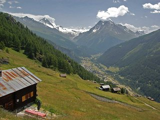 Chalet Nid d'Aigle, un vrai mayen isole - The Eagle's Nest, isolated cabin