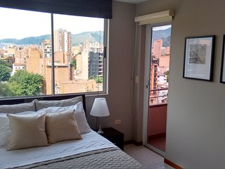 Laureles, 24hr security, A/C, Balcony, Great View, Clean and New, Medellín