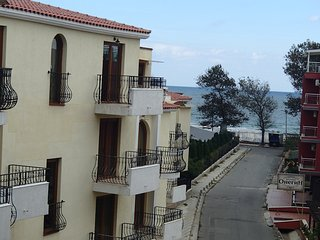 1-bedroom apartment with sea view near the beach