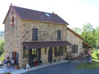 Gite 12 personnes vue sur la montagne bourbonnaise, Lavoine