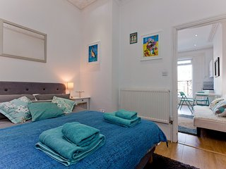 Islington-Angel ground floor 1 bed with terrace