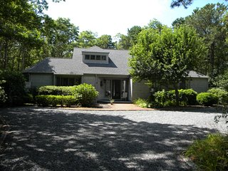 Contemporary 4 Bedroom House One Mile to Beach, New Seabury