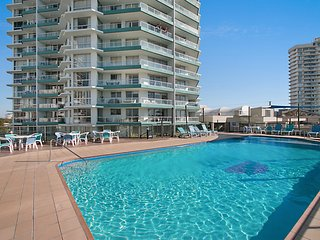 Ocean Plaza Unit 1470 - Beachfront in Central Coolangatta