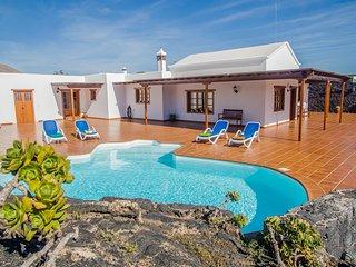 Casa Lola Lanzarote piscina climatizada, wifi, San Bartolome